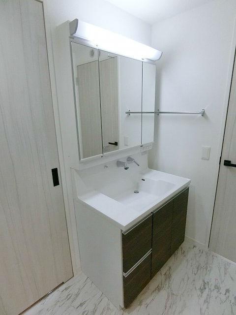 ラフィーネ大手門 / 1102号室洗面所